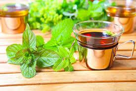 خاصیت های خوردن چای ریحان در طول روز